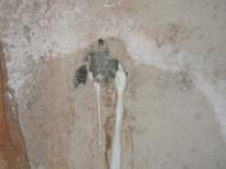 Polyurethane injection of tie-rod hole